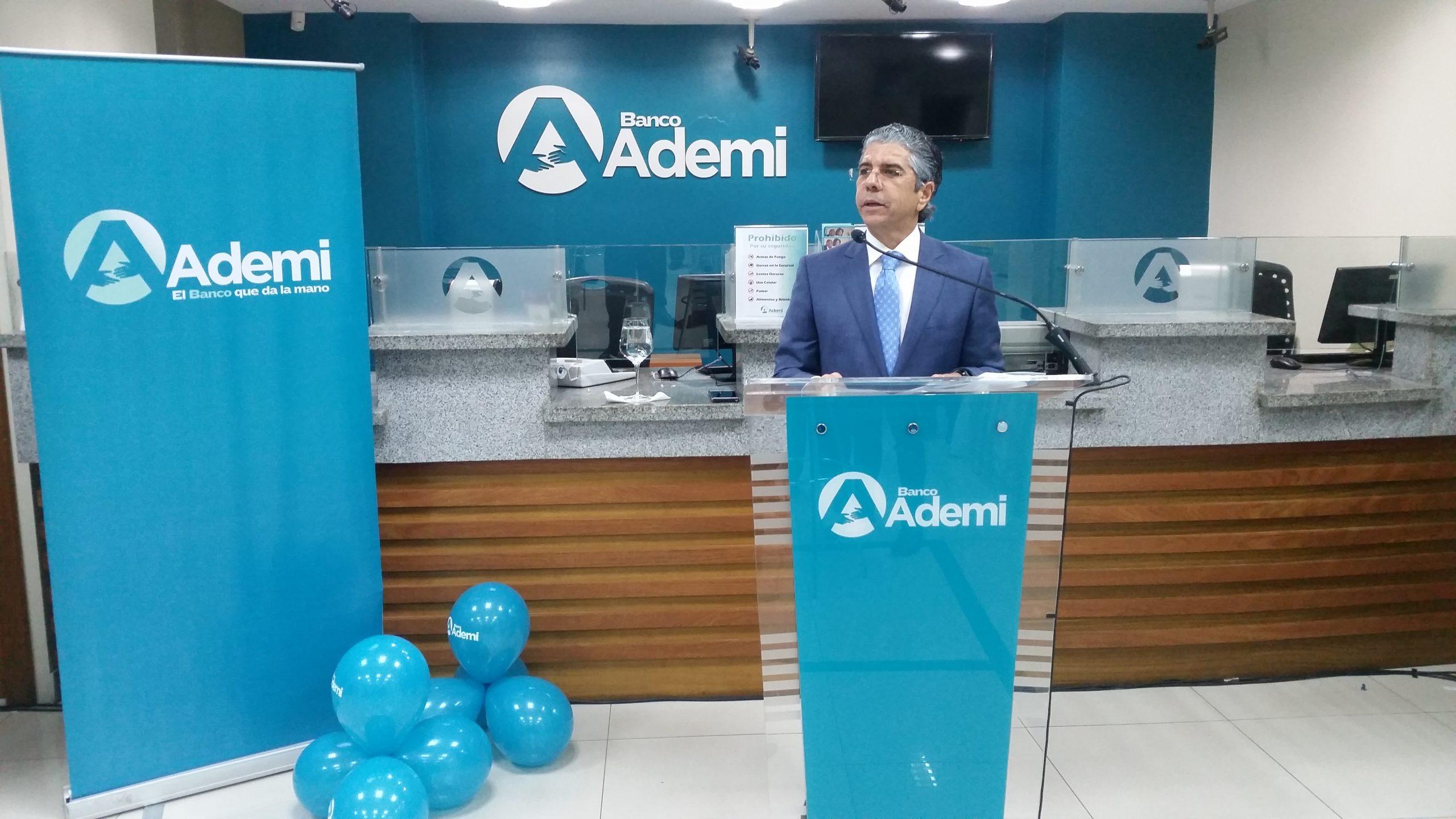 1 principal presidente ejecutivo de banco ademi, guillermo rondón.