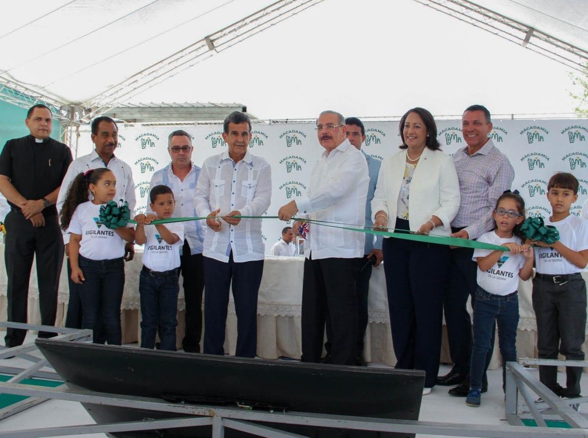 1. inauguración de la primera planta de macadamia del país y el caribe