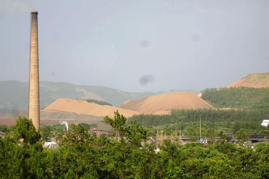 La minera Falconbridge explota el yacimiento en Bonao y también busca extraer en Loma Miranda.