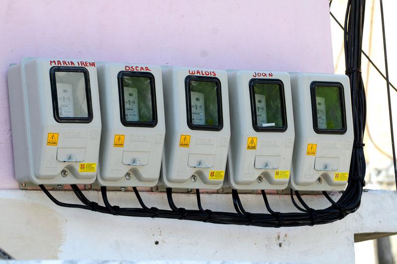 Los dominicanos reciben el Año Nuevo con una tarifa de electricidad sin variación, aunque ha bajado el petróleo. /ARCHIVO