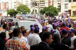 Una multitud acudió al lugar a ofrecer su apoyo a Leonel Fernández.