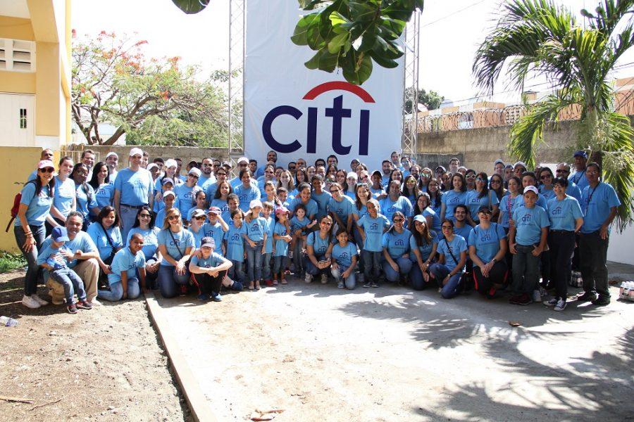 a nivel local participaron unos 160 voluntarios, que se sumaron a los esfuerzos de casi 100,000 colegas, familiares y amigos de la entidad bancaria