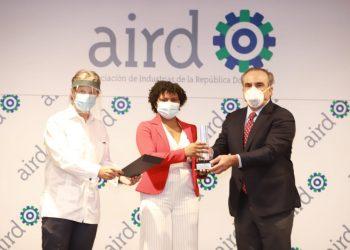 La periodista María del Carmen Guillén recibe el premio.