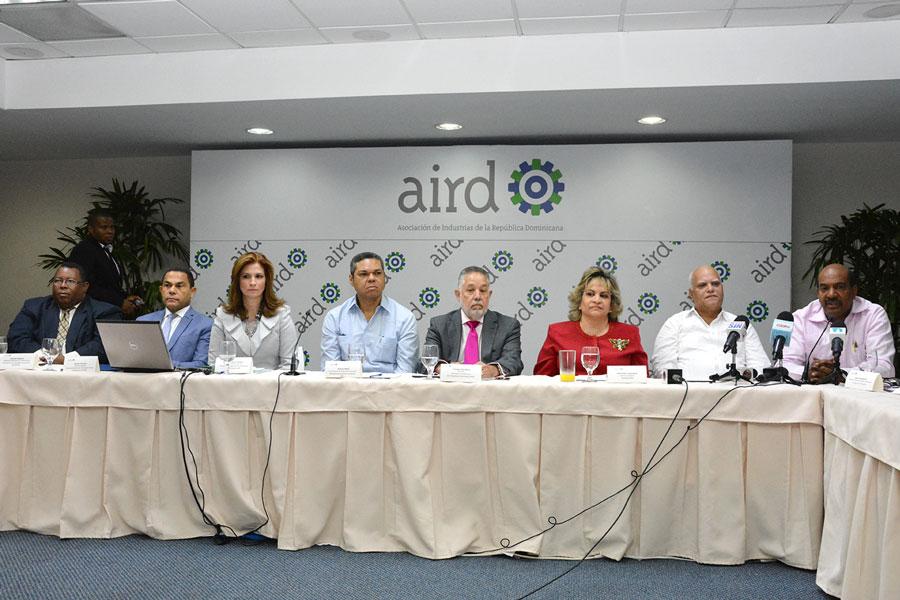 Los industriales y los comerciantes se reunieron para iniciar la mesa de diálogo conjunto./Gabriel Alcántara