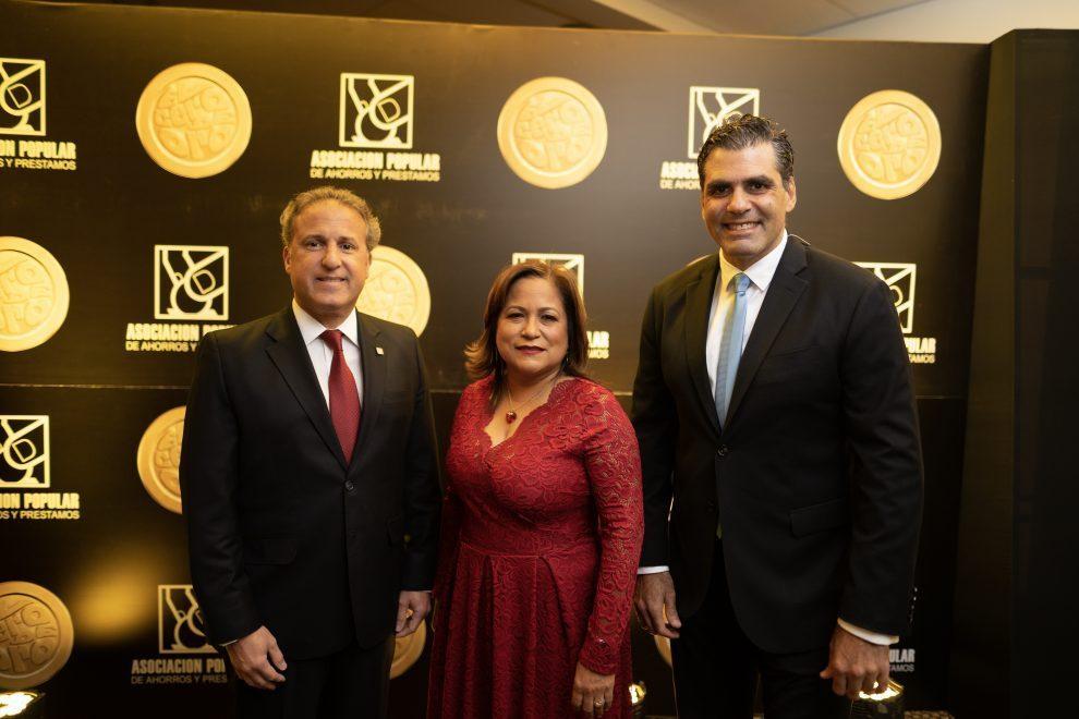 apap gustavo ariza, vicepresidente ejecutivo; nurys marte vicepresidenta de negocios, y leandro sebele, director de mercadeo