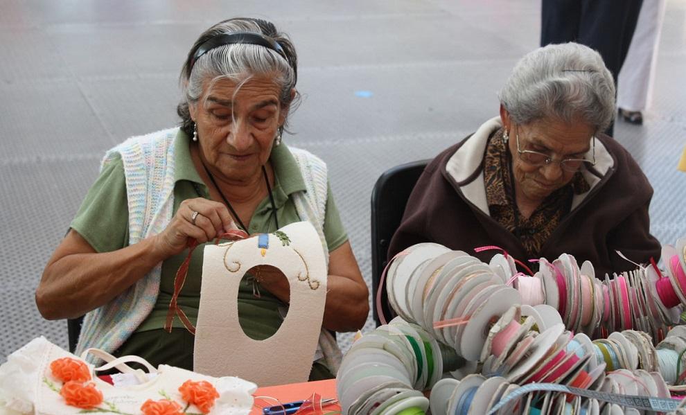adultos mayores trabajadores