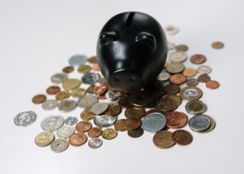 Ahorro, fondos de pensiones, piggy bank