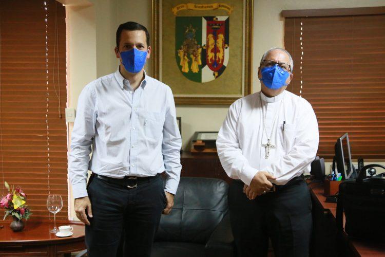 Hugo Beras y monseñor Benito Ángeles.