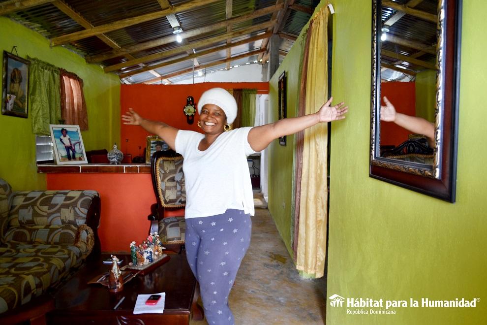 alexandra santana beneficiada con reparación de vivienda