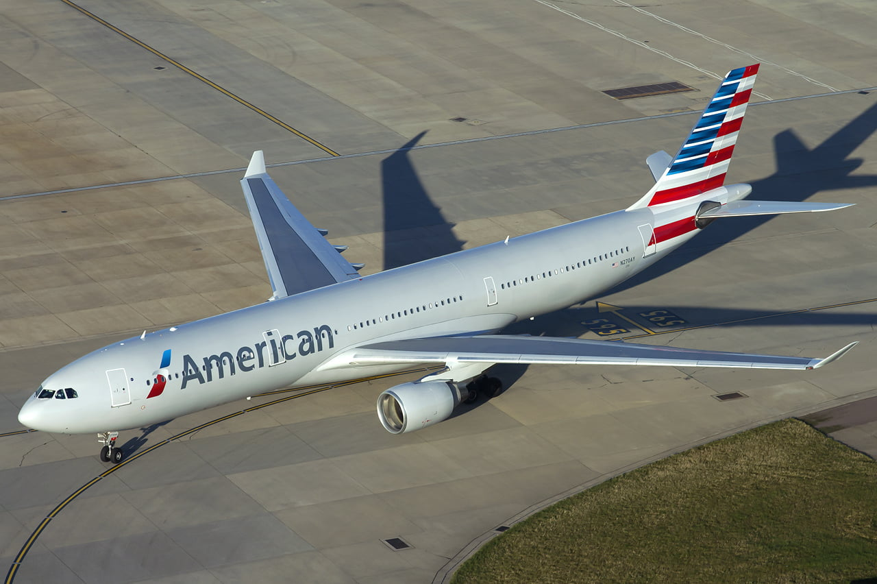 american airlines airbus a330 300 at heathrow