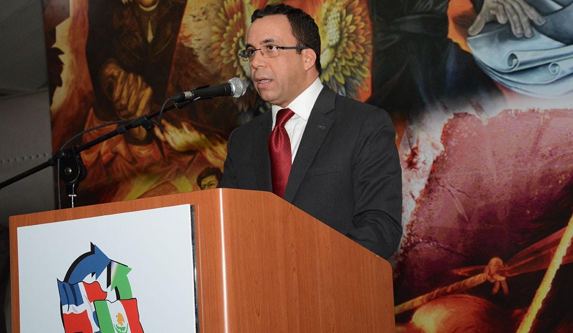 Andrés Navarro, ministro de Relaciones Exteriores, durante su exposición ante la Cámara de Comercio Dominico Mexicana. /Gabriel Alcántara