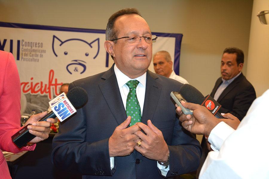 Resultado de imagen para Angel Estevez, ministro de agricultura en foro celebrado en colombia
