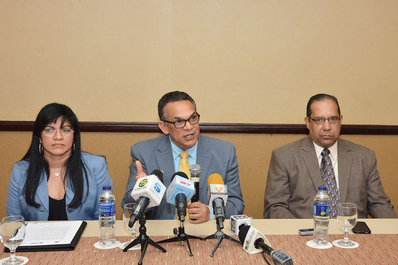 El ministro de Administración Pública, Ramón Ventura Camejo, hizo el anuncio en rueda de prensa en el Hotel Sheraton./Gabriel Alcántara.