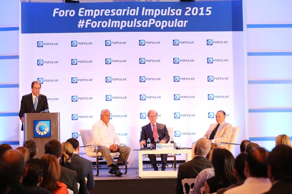 José Mármol, vicepresidente de Comunicaciones del Grupo Popular, durante la presentación de los expositores del Foro Impulsa Popular 2015, Frank Rainieri, Rafael Bisonó y José Luis (Pepín) Corripio.