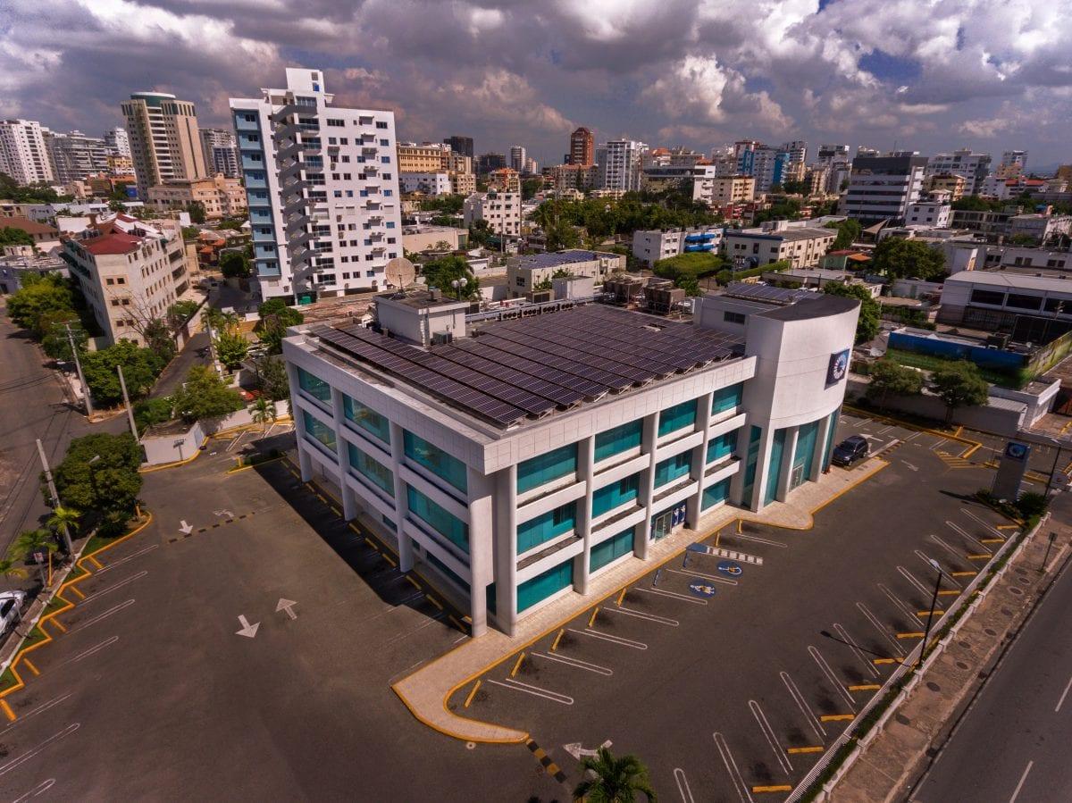 bpd 002 el popular informó que culminó el año con 54 oficinas y 30 áreas de parqueos techados con paneles solares