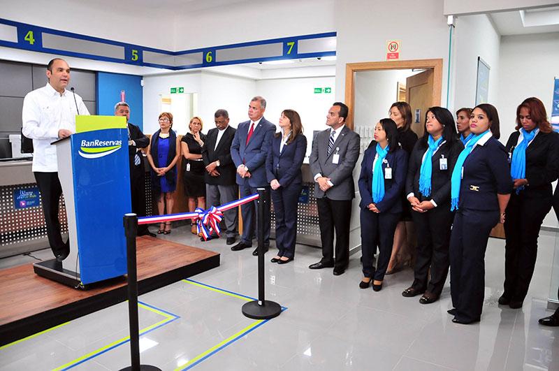 El administrador general del BanReservas inauguró una oficina ubicada en San Juan Shopping Center, en Bávaro.