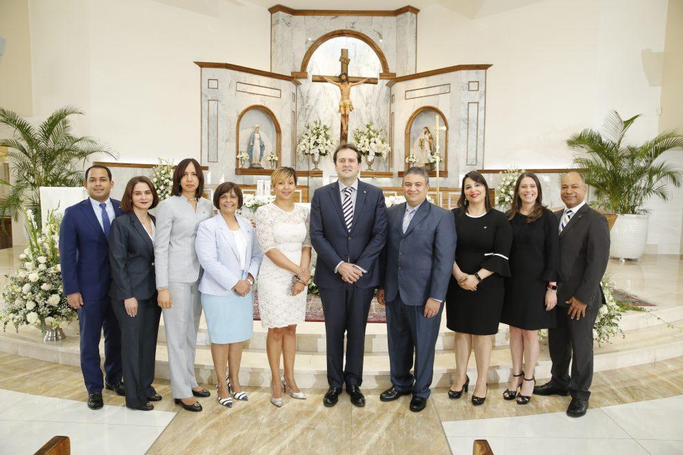 banco activo el presidente de la entidad,josé antonio olivero, junto a los principales ejecutivos del banco.