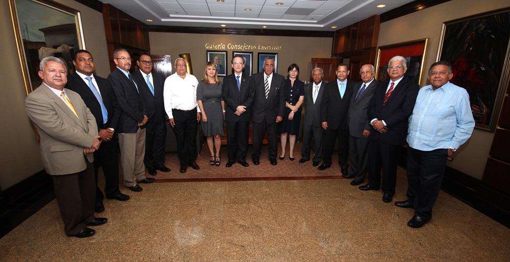 Manuel A. Grullón, presidente del Grupo Financiero Popular, presentó los resultados en un encuentro con ejecutivos de medios de comunicación./elDinero