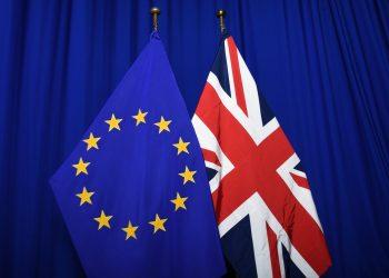 Bandera de la Unión Europea y Reino Unido