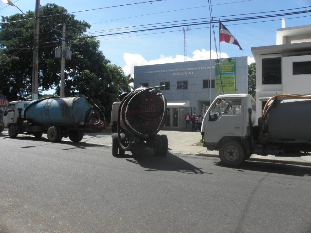 La mayoría de los hogares deben comprar agua para lavar y cocer alimentos. /ARCHIVO