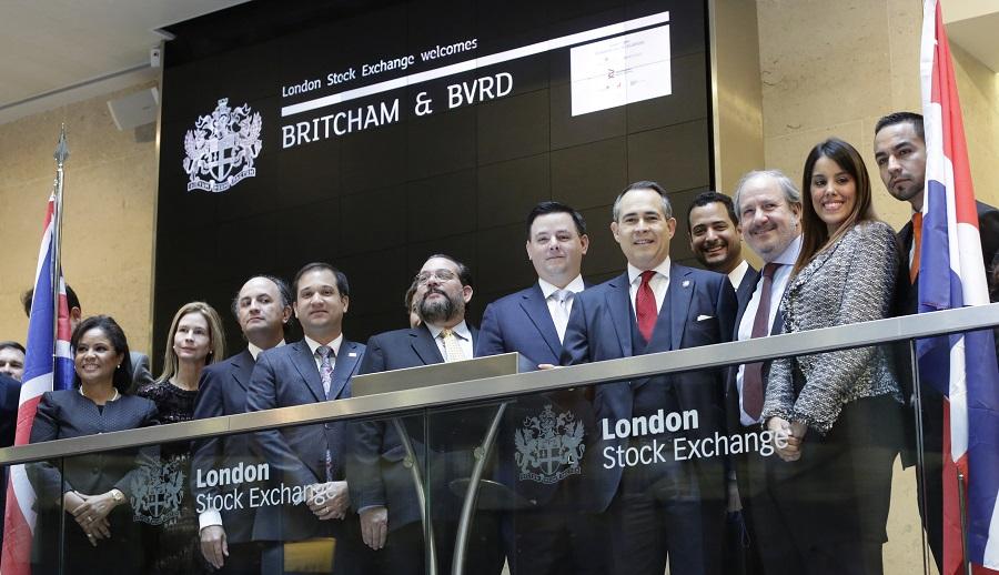 Delegados de la República Dominicana durante la apertura de las operaciones de la Bolsa de Valores de Londres.