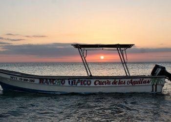 Los atardeceres son mágicos en la costa entre Cabo Rojo y Bahía de las Águilas en Pedernales.   Vive Dominicana.