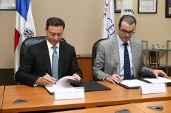Jean Alain Rodríguez y Álvaro de Souza firmaron el acuerdo.