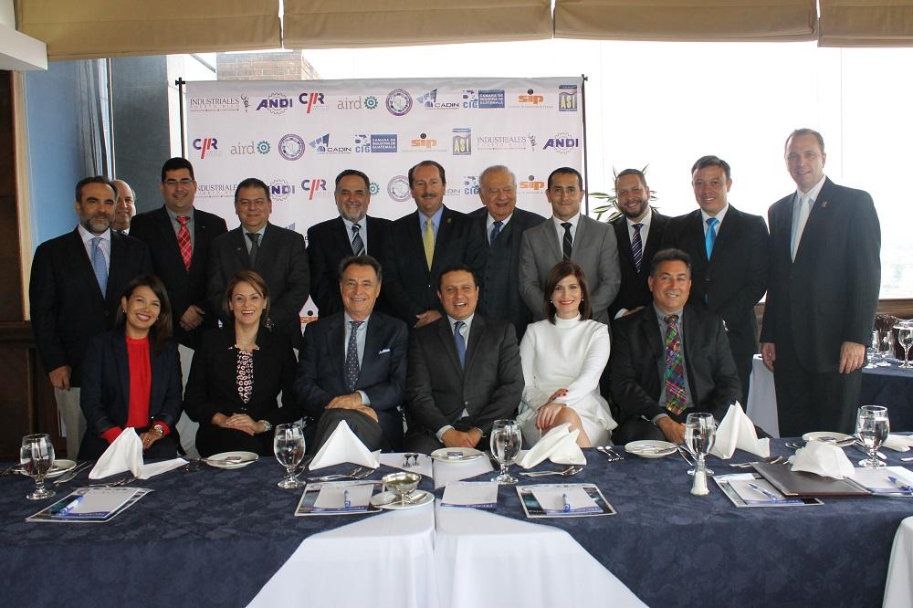 Representantes de Fecaica reunidos en Guatemala.