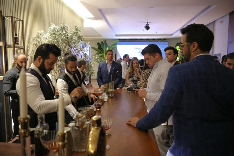 casa brugal una noche llena de tragos y buena gastronomiìa durante la presentacioìn de brugal leyenda y encuentro con el chef masimo
