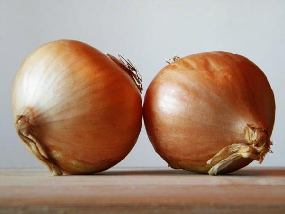 Una libra de cebolla cuesta más de RD$50 en los centros de distribución.