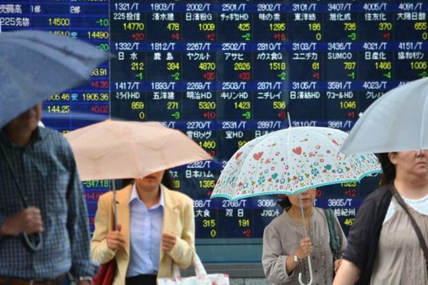 Tokio cayó en picado y el índice Nikkei 225 se derrumbó un 3.96 %, tras dejarse el lunes un 4,61 %, con lo que cerró en su nivel más bajo en casi seis meses.