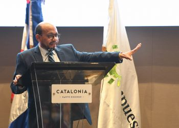 Luis Valdez Veras.