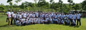 Personal de Bancamérica y empresas allegadas participaron en la jornada de siembra.