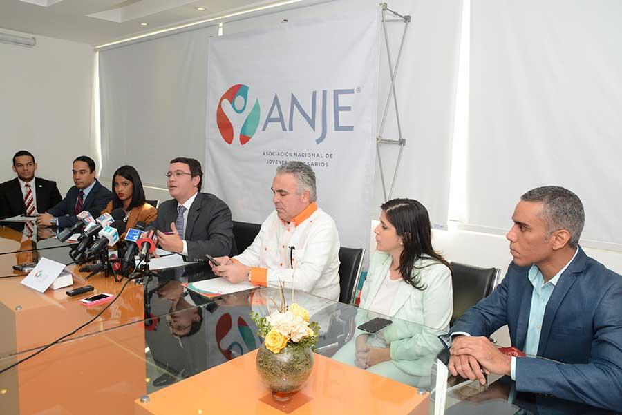 El presidente de la Asociación Nacional de Jóvenes Empresarios (ANJE, Osvaldo Oller Bolaños, llamó a los candidatos   políticos a un debate público ./ Lésther Álvarez