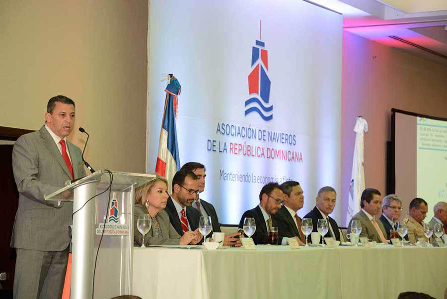 Fernando Fernández durante su disertación en el Almuerzo de la Asociación de Navieros./ Lésther Álvarez