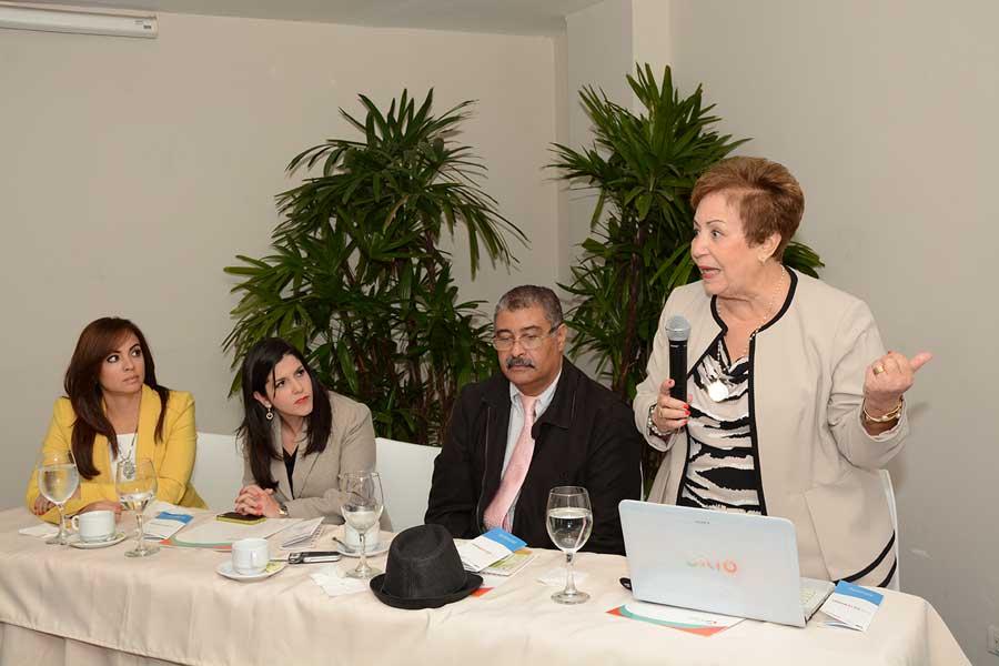 Jacqueline Malagón  expone en la ANJE sobre los resultados del estudio. | Lésther Álvarez
