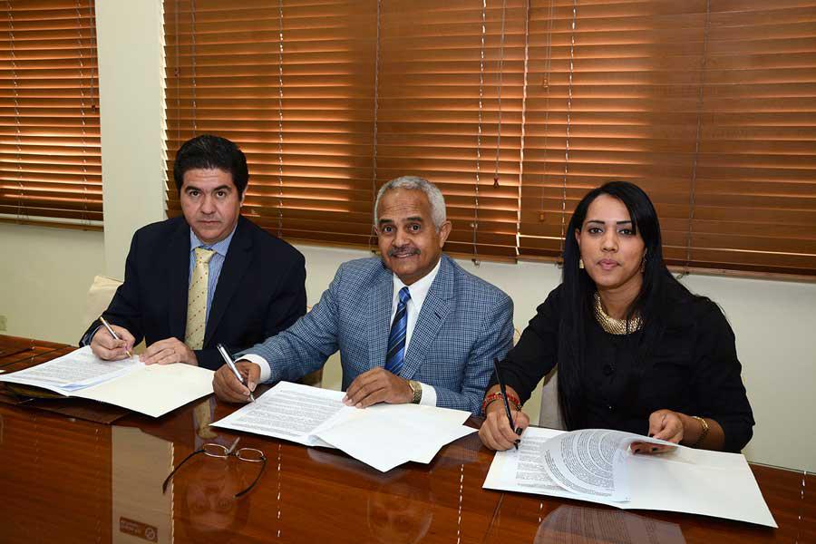 Osmar Benítez, presidente de la JAD, encabezó la firma del acuerdo para renovar la exportación de carne a los mercados internacionales./ LÉSTHER ÁLVAREZ