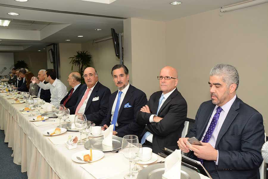 Empresarios recibieron explicaciones sobre el proyecto. Campos de Moya se reunió con representantes del CEBQ en la sede de la Asociación de Industrias./Lésther Álvarez