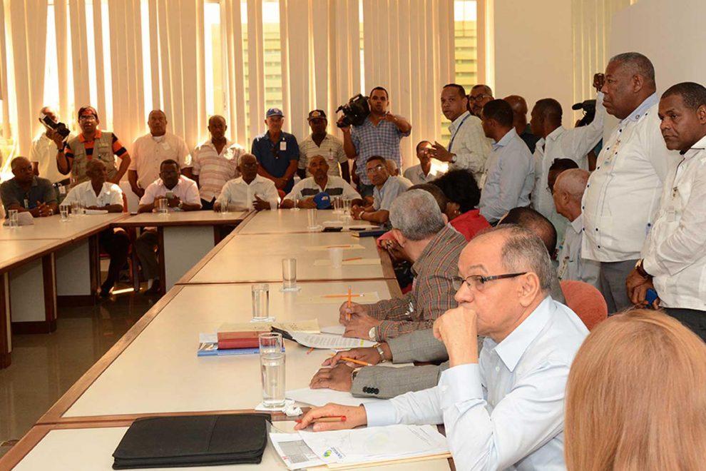 Vista de una de las reuniones en el Comité de Salarios. | Lésther Alvarez