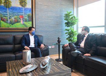 El ministro de Turismo, David Collado, junto al ministro saliente, Francisco Javier García. | Fuente externa.
