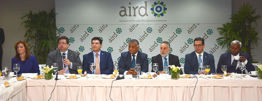 Los directivos de la AIRD junto con la delegación de la India, encabezados por su ministro de Relaciones Exteriores. /GABRIEL ALCÁNTARA.