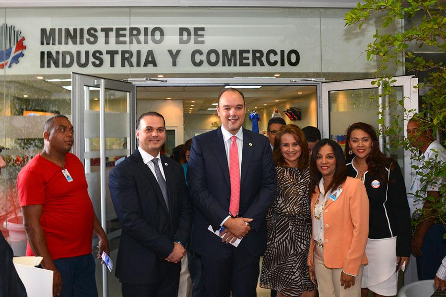 José del Castillo Saviñón, ministro de Industria y Comercio, en la remodelación de la oficina de servicio al cliente en su sede del edificio Juan Pablo Duarte/ LÉSTHER ÁLVAREZ.