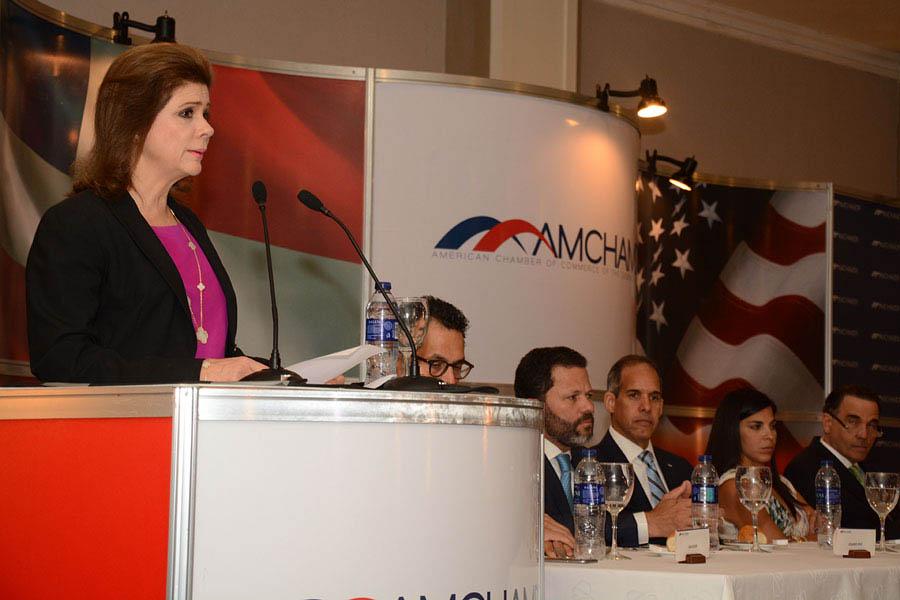 Elena Viyella de Paliza fue la invitada principal en el Almuerzo de la Cámara Americana de Comercio./ Lésther Álvarez
