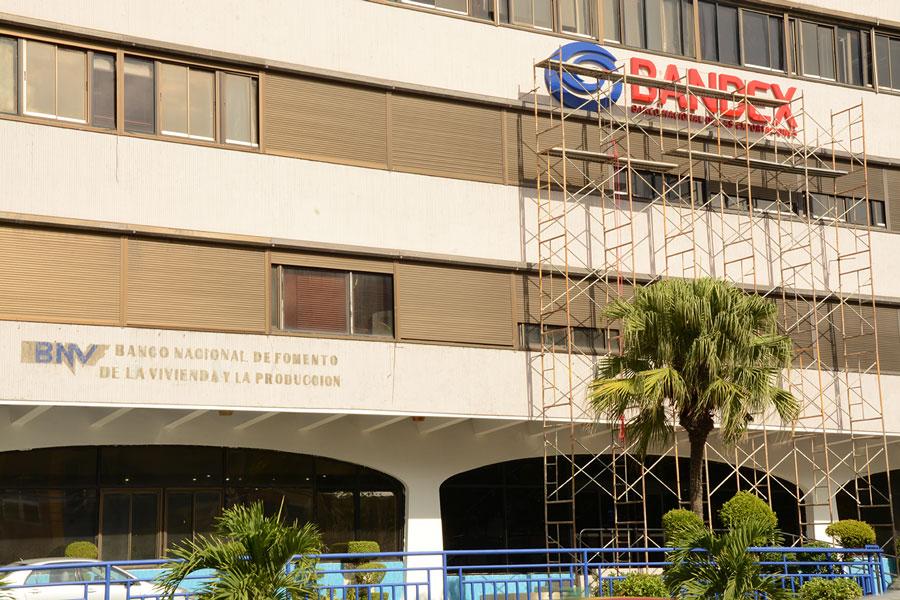 El Bandex está ubicado en el mismo edificio donde operaba el BNV / Lésther Álvarez..