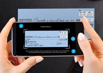 Depositar cheques desde la App Popular permite ahorrar tiempo y exposición. |