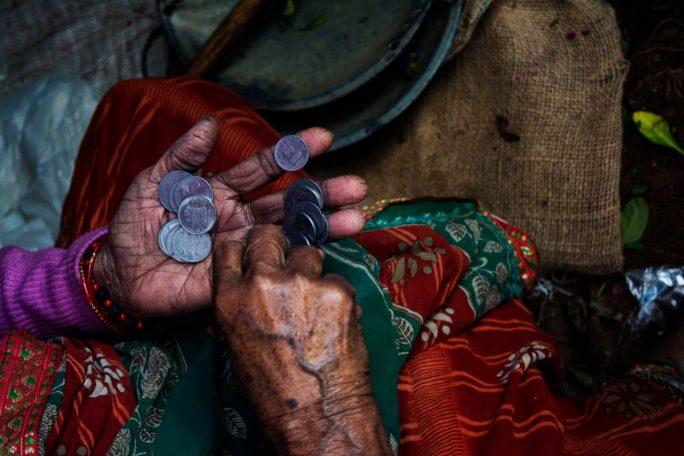 Desigualdad, pobreza, monedass
