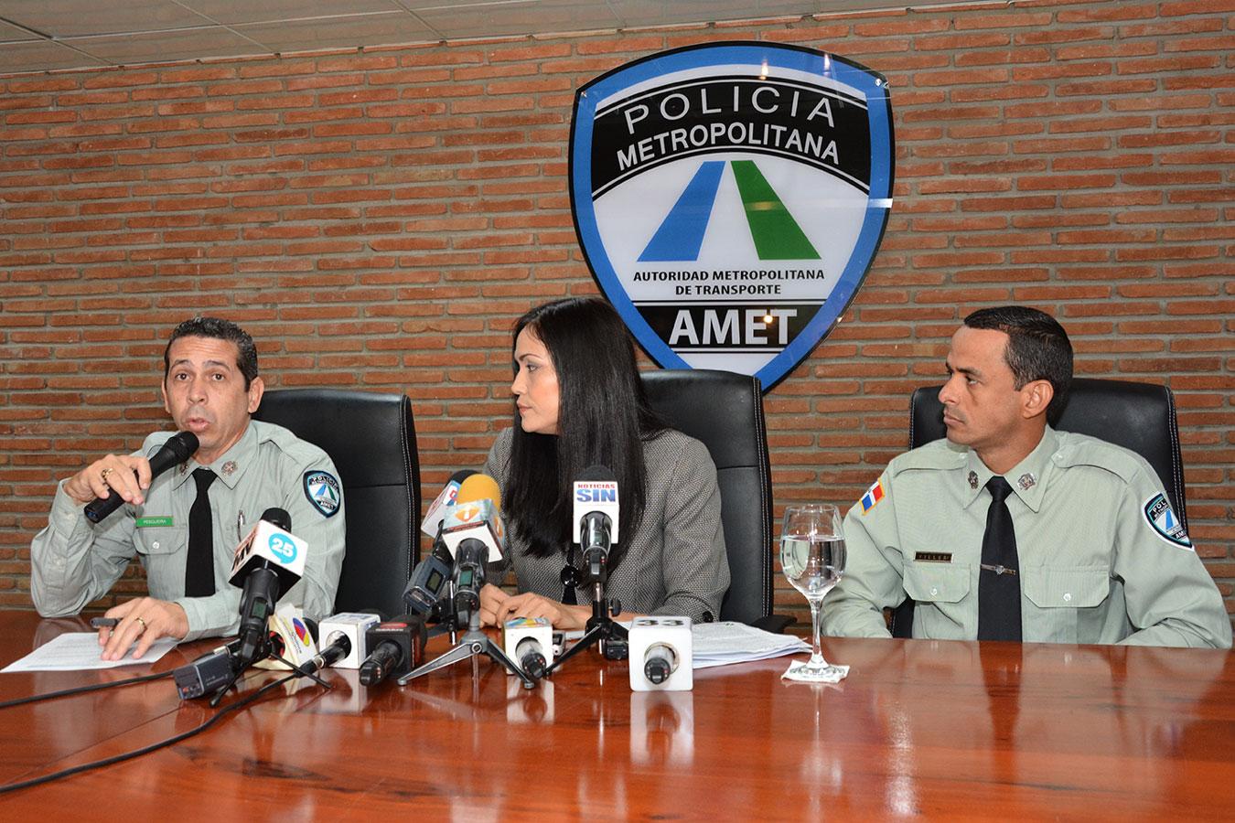 Las autoridades de la AMET y de la DGII exhortaron a los conductores a renovar sus marbetes a tiempo./ Gabriel Alcántara.