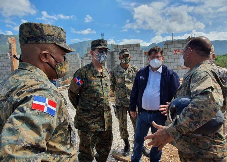 Coordina plan estratégico de vigilancia con la Armada de República Dominicana y otras agencias de seguridad nacional.