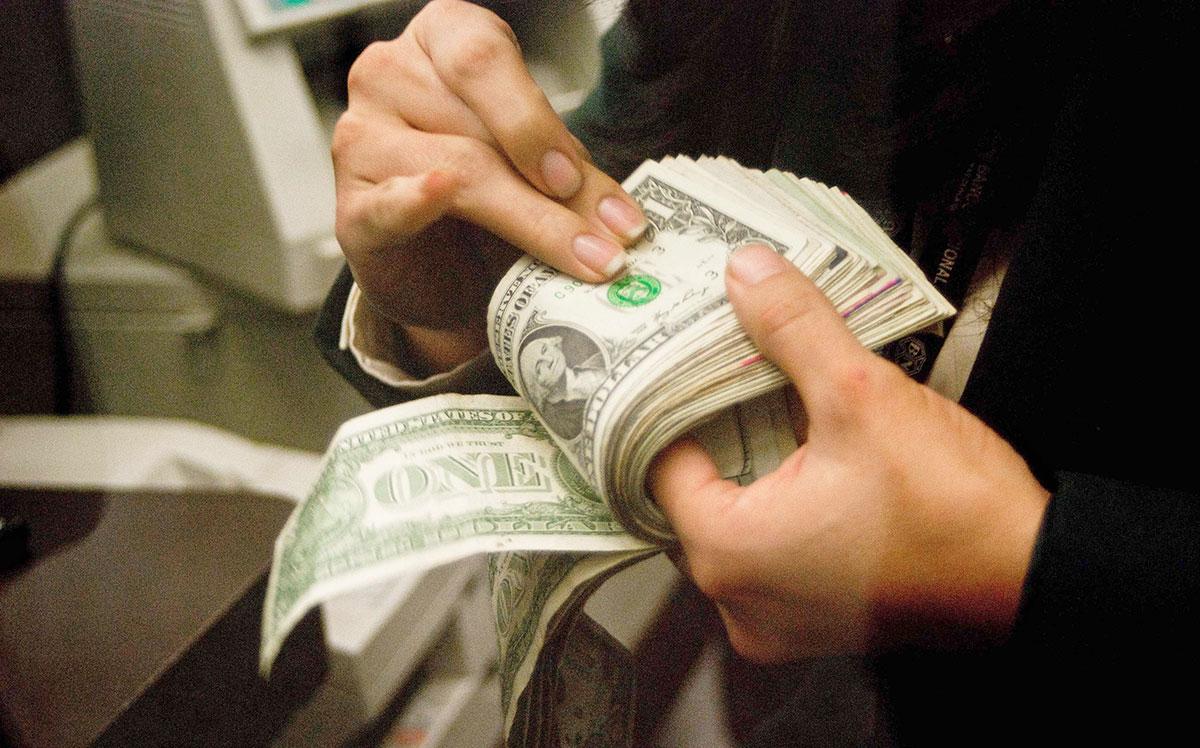 dólares deuda clima macroeconomico