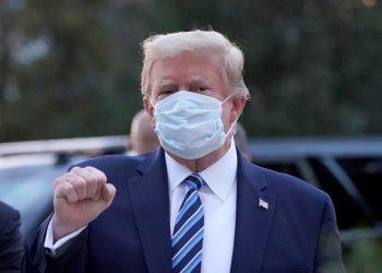 Fotografía del presidente de Estados Unidos, Donald Trump, tras haber sido dada de alta en el hospital en el que estuvo por covid-19. | Chris Kleponis, EFE.